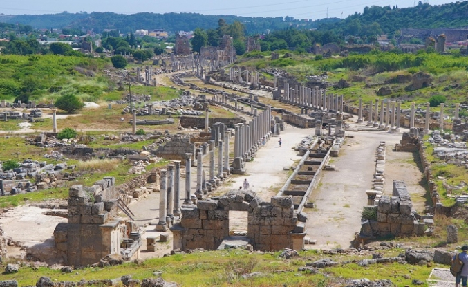 En Gösterişli Antik Kent: Perge